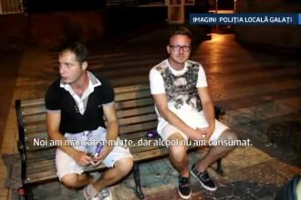 Politistii i-au prins pe acesti doi tineri in timp ce spargeau seminte si lasau cojile pe strada.