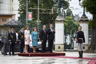 Carmen Iohannis, tinuta impecabila la primirea presedintelui Portugaliei la Palatul Cotroceni. FOTO