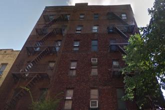 Ce si-a construit un barbat din New York pe acoperisul blocului. Imaginea surprinsa de un fotograf de la inaltime