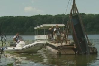 Barca scufundata pe lacul Snagov a fost scoasa din apa pentru expertiza. Ce a declarat proprietarul la fata locului