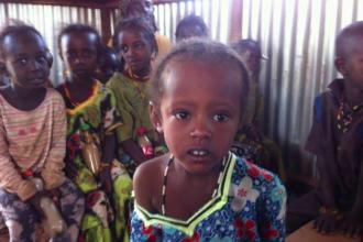 Cum s-au transformat zeci de romani in ingeri pazitori ai copiilor din satele sarace ale Africii: