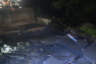 O viitura a distrus o sosea si a inundat cateva localitati, in Vaslui. Zonele unde va ploua torential joi si vineri