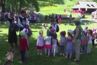 Castelul Bran, vizitat de mii de copii care vor sa vada cavaleri si printese. Surprizele pregatite pentru cei mici