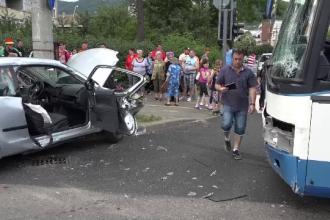 Autocar cu copii din Ungaria, aflati in excursie la Baia Mare, lovit de o masina. Trei persoane au ajuns la spital