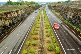 17 morti si 35 de raniti, intr-un carambol pe o autostrada din India. Trei vehicule au ajuns intr-o rapa de 6 metri