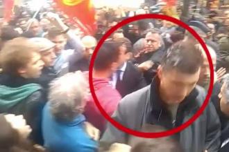 Ministrul francez al economiei, bombardat cu oua, intr-o suburbie a Parisului. Motivul pentru care a fost atacat