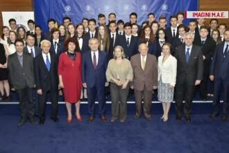 Absolventii cursului de diplomatie si afaceri internationale de la liceul