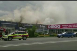 Incendiu puternic la un magazin de mobila din Sibiu. Proprietarii au reusit sa salveze o parte din marfa