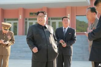 Kim Jong-un, fotografiat in timp ce fumeaza chiar in timpul unei campanii impotriva fumatului
