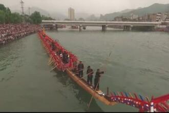 Cea mai mare barca-dragon a fost lansata la apa. Cat s-a muncit la ambarcatiunea care ar putea intra in Cartea Recordurilor