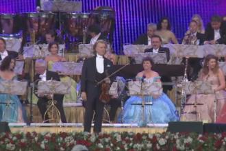 Acorduri de vals in Piata Constitutiei din Bucuresti. Andre Rieu i-a incantat pe spectatori, care au dansat printre scaune