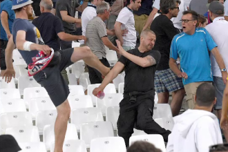 UEFA le ameninta pe Anglia si Rusia: ambele echipe risca sa fie excluse din competitie daca fanii lor mai au derapaje