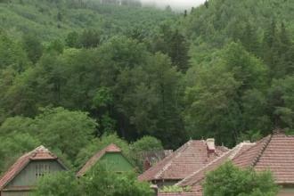 Un cartier din Romania se naruie sub privirile localnicilor, din cauza alunecarilor de teren: