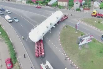 Un transport agabaritic da peste cap traficul din sudul tarii. Problemele pe care le-a intampinat vehiculul pe traseu