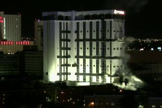 Hotel din Las Vegas, pus la pamant printr-o implozie controlata. Evenimentul a fost insotit de un foc de artificii