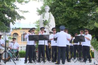 127 de ani de la moartea lui Mihai Eminescu. Ceremonie comemorativa in Galati, langa cea mai veche statuie a poetului