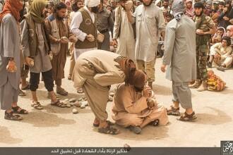 Patru barbati din Irak, batuti cu pietre pana cand au fost omorati de catre militanti ISIS. Pentru ce au fost pedepsiti