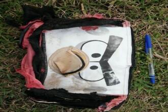 Imagini cu obiecte ce ar putea apartine pasagerilor zborului MH370. Ce a descoperit un avocat pe o plaja din Madagascar