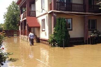 Prapadul lasat in urma de viiturile care au lovit zona Moldovei. CODUL PORTOCALIU de inundatii a fost prelungit