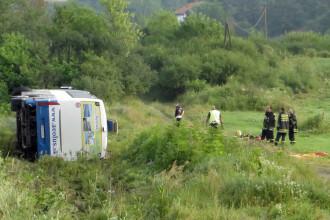 Cinci morti si 23 de raniti, dupa ce un autocar cu turisti slovaci s-a rasturnat pe o autostrada in Serbia. FOTO