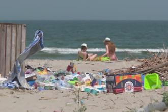 Dintr-o plaja promitatoare a ajuns un loc plin de gunoaie, iar drumul de acces e distrus. Ce s-a ales de