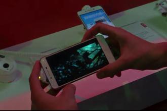 La cursurile unei profesoare din Craiova telefonul mobil e necesar şi obligatoriu