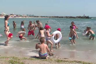 Copiii necajiti dintr-un sat din Iasi au ajuns pentru prima data pe litoral: