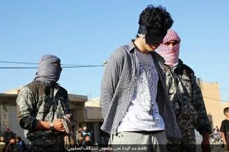 Statul Islamic a crucificat un tanar, apoi jihadistii l-au injunghiat si l-au impuscat. Faptele de care era acuzat