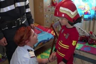 Un baietel din Botosani, pasionat de meseria de pompier, a fost vizitat de 1 iunie de adevaratii salvatori. Ce i-au daruit