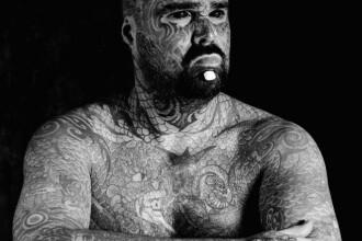 Cel mai tatuat britanic risca sa-si piarda bratul, dupa ce s-a supus unei interventii riscante. Explicatia gestului sau