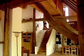Viscri, satul model al agro-turismului romanesc, unde inca se mai practica meseriile demult uitate