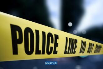 Un mort si 3 raniti dupa ce un autoturism s-a izbit de un cap de pod, in Valcea. Doi copii au fost proiectati prin parbriz