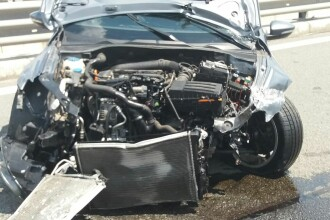 Un sofer din Alba s-a izbit cu 236 km/ ora in parapetul metalic, pe A3, dupa ce