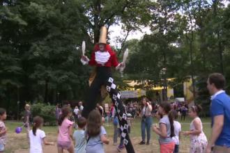 Festival cu mimi, echilibristi, gimnasti sau actori pe picioroange in parcul Kiseleff din Capitala. Copiii au fost fascinati