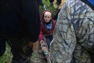 Un copil din Rusia a supravietuit mai multe zile singur in padure, inconjurat de lupi. Cum a reusit sa ramana in viata