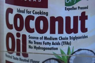 Prezentat o vreme drept un super-aliment, uleiul de cocos a fost