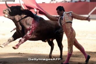 O greseala s-a dovedit fatala pentru un matador spaniol. Taurul furios l-a ranit grav, sub privirile ingrozite ale tuturor