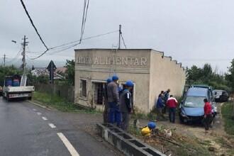 Un sofer din Republica Moldova a facut ravagii pe o sosea din Vaslui: a doborat un stalp si a bulversat traficul