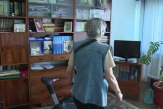 Batrana jefuita de o femeie care a promis ca o ajuta la curatenie.