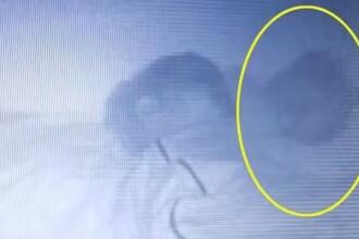 Prezenta bizara din patul copilului a speriat-o teribil. Explicatia unei mame pentru imaginile surprinse. VIDEO