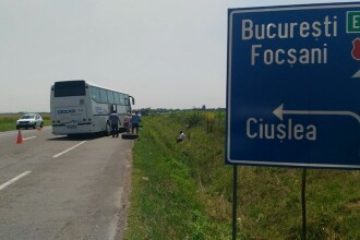 Accident pe E85, in Vrancea. Un autocar plin cu copii care mergeau in tabara a iesit de pe sosea