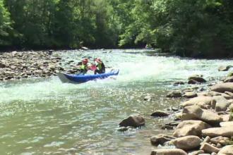 Defileul Crisului Repede, preferat de pasionatii de rafting sau speologie. Turist maghiar: