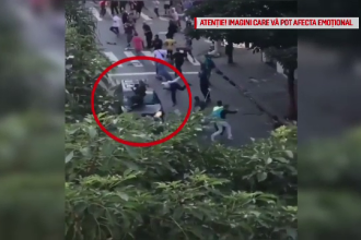 Suparat ca trebuie sa ocoleasca, un sofer a intrat in plin intr-un grup de tineri care se dadeau cu skateboardul pe strada