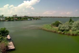 Lacul Siutghiol, locul ideal pentru liniste si plaja. Turistii pot invata sa faca ski sau wind surf