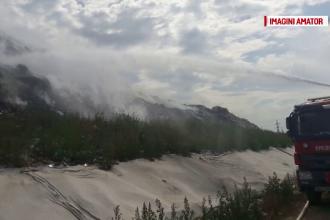 Din cauza temperaturilor ridicate, o gropa de gunoi din Mehedinti a luat foc. Trei echipaje de la ISU au intervenit