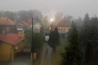 O furtuna a lasat fara curent 6.500 de familii, iar cursa ciclista din Turul Ungariei a fost intrerupta din cauza ploii