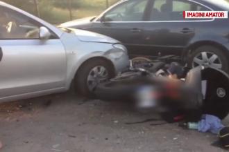 Motociclist spulberat de o maşină. Manevra efectuată de şoferiţă