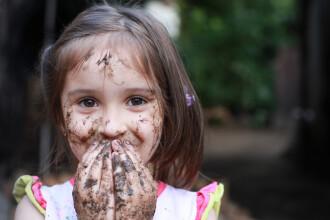 Bacteriile, necesare pentru sănătatea copiilor. Cum se face educația imunitară