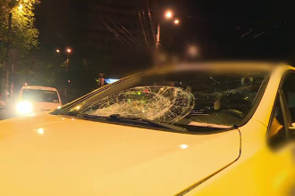 Bărbat, lovit de un taximetru în Capitală, după ce ar fi traversat pe roșu