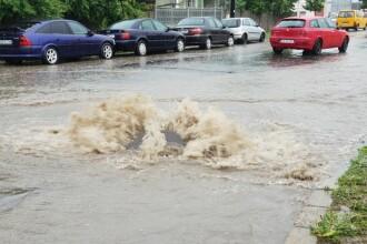 Străzile din Alba Iulia, inundate după o ploaie torențială. VIDEO